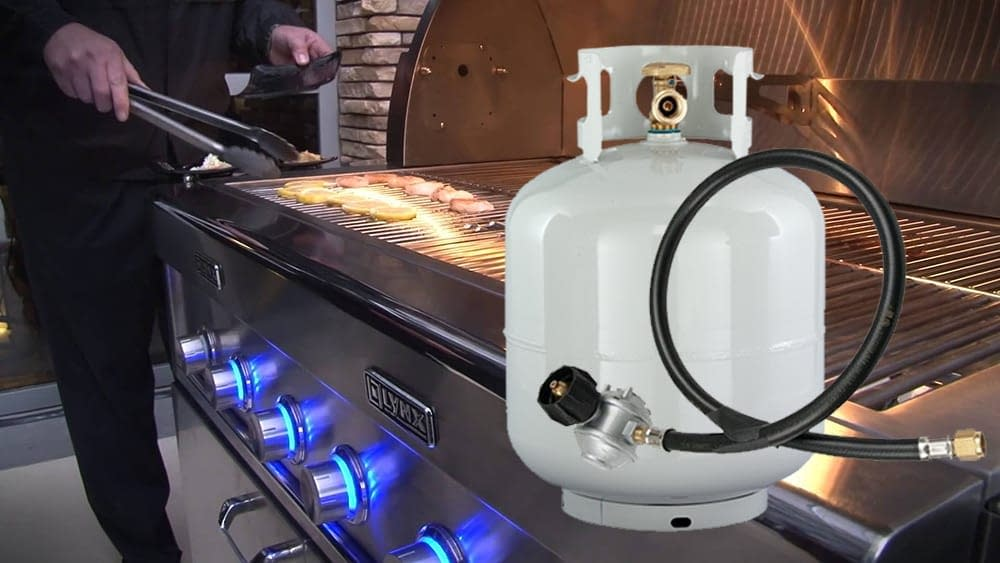 LYNX Grill and Propane tank with a LYNX Regulator